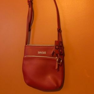 Red reaction Kenneth Cole crossbody